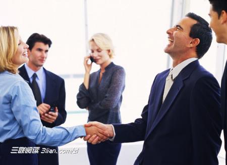 職場新人的溝通技巧_職場人際溝通技巧_人際交往的語言和非語言溝通技巧