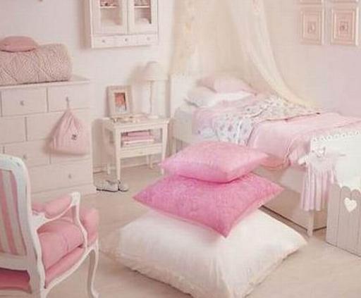 粉色代表着可爱、甜美、温柔和纯真;象征着烂漫、娇柔、优雅和高贵。单纯的粉色系像女孩的梦,包含了对青春的热爱和对爱情的期待。你是不是也希望置办一间温馨梦幻的粉色系闺房呢?让我来告诉你怎么做!   粉色系与白色的搭配,简约干净,高调的颜色衬托出女孩的优雅和柔
