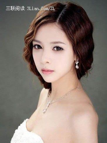 不同于传统的新娘发型,俏皮中又不失端庄,可爱而又得体,较适合性格较