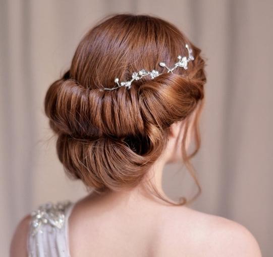 时尚又不失可爱感,很受欢迎的一款精致甜美波西米亚风格新娘盘发.图片