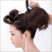 打毛头发小tips:在很多发式的制作中,造型师都会运用到倒梳打毛头发图片